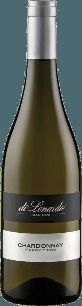 De Chardonnay van Di Lenardo schittert in het glas in een sterk strogeel. De eerste neus onthult rassige aroma's van appel en perzik met een hint van tropisch fruit en discreet biscuit. In de mond is deze meermaals bekroonde Chardonnay uit Friuli verrukkelijk met frisheid, expressiviteit en een verkwikkende afdronk. Vinificatie van de Chardonnay van Di Lenardo Na de oogst werden de druiven voor deze witte wijn voorzichtig geperst, en na een eerste aftapping werd de most overgebracht in gistingsvaten en gerijpt op de droesem. Deze Chardonnay werd gebotteld onder vacuüm en verzegeld met een DIAM kurk. Spijsadvies voor de Di Lenardo Chardonnay Geniet van deze droge witte wijn uit Friuli bij groentegratin, risotto, gevogelte en wit vlees. Prijzen voor de Chardonnay van Di Lenardo Luca Maroni: 94 punten voor 2017 Luca Maroni: 94 punten voor 2016 Luca Maroni: 94 punten voor 2015 Gambero Rosso: 3 glazen voor 2015