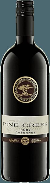 Met de ASV Winery Pine Creek Ruby Cabernet 1,0 l komt een eersteklas rode wijn in het wijnglas. Daarin onthult hij een wonderbaarlijk heldere, karmozijnrode kleur. Met een beetje zijwaartse beweging onthult het rode wijnglas een charmante violette tint aan de randen. Als u het glas ronddraait, ziet u een perfect evenwicht in deze rode wijn, die niet waterig, stroperig of likeurachtig aan de wanden van het glas kleeft. In de neus toont deze rode wijn van ASV Winery allerlei soorten bosbessen, moerbeien, zwarte bessen en bramen. Alsof dat nog niet indrukwekkend was, voegen zwarte thee, cacaoboon en peperkoekkruiden zich bij de mix. Deze rode wijn van ASV Winery is precies de juiste keuze voor alle wijnliefhebbers die graag zo weinig mogelijk restsuiker in hun wijn hebben. Het toont zich echter nooit mager of broos. In de mond is de textuur van deze evenwichtige rode wijn perfect in balans. Dankzij de vitale fruitzuren is de Pine Creek Ruby Cabernet 1,0 l buitengewoon fris en levendig in de mond. De afdronk van deze rijpende rode wijn uit het wijngebied van Californië bekoort uiteindelijk met een prachtige nagalm. Vinificatie van de ASV Winery Pine Creek Ruby Cabernet De basis voor de uitgebalanceerde Pine Creek Ruby Cabernet 1,0 l uit Californië zijn druiven van de druivensoort Ruby Cabernet. In Californië groeien de wijnstokken die de druiven voor deze wijn voortbrengen op bodems van sedimentair en verweerd gesteente. Na de druivenoogst worden de druiven snel naar het pershuis gebracht. Hier worden ze gesorteerd en zorgvuldig uit elkaar gehaald. De gisting volgt bij gecontroleerde temperatuur. De gisting wordt gevolgd door rijping in roestvrijstalen tanks. Food pairing voor de Pine Creek Ruby Cabernet 1,0 l van ASV Winery Drink deze rode wijn uit de VS ideaal getempereerd op 15 - 18°C als begeleidende wijn bij Boeuf Bourguignon, Ossobuco of gestoofde kip in rode wijn.