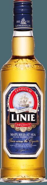 """De Linie Aquavit verschijnt in het glas in een licht amberkleur en presenteert zijn aromacombinatie van karwij, anijs, sinaasappelschil en een vleugje vanille. In de mond begint hij complex met harmonieuze noten van karwij, die worden afgerond door specerijen en droge Fino sherry. Productie van de Linie Aquavit De Linie Aquavit wordt gedistilleerd volgens een traditioneel Noors recept en rijpt 16 maanden in eiken vaten die vroeger als sherryvaten werden gebruikt. Dit geeft deze aquavit zijn bijzonder ronde en zachte karakter. Tot op de dag van vandaag reist elk vat Linie Aquavit 4 van de in totaal 16 maanden rijping op zee naar Australië en terug, waarbij de evenaar tweemaal wordt overgestoken. De verschillende temperatuurzones, de wisselende vochtigheid, de wilde zeebries en de constante beweging tijdens de zeereis geven het zijn unieke en onmiskenbare karakter. Serveersuggesties voor Linie Aquavit Serveer deze aquavit op kamertemperatuur of licht gekoeld. Geniet ervan puur, in combinatie met een biertje als """"Viking place setting"""" of ook als longdrink."""