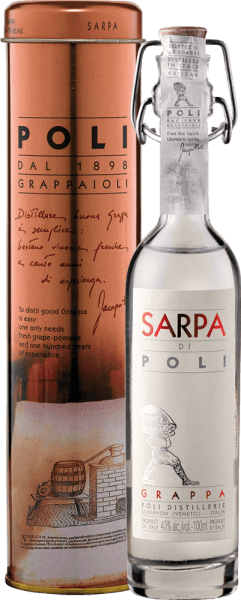 The Sarpa di Poli from Jacopo Poli is a powerful grappa from the marc of Merlot (60%) and Cabernet Sauvignon (40%). In the glass, this grappa presents itself in a clear, transparent colour. The fresh bouquet is carried by fresh herbs, crushed mint and floral accents of roses and geraniums. On the palate this grappa is wonderfully powerful with a rustic personality - very pure and honest in taste. Distillation of the Jacopo Poli Grappa Sarpa di Poli Baby The still fresh pomace is traditionally distilled in old copper boilers. After distillation this grappa still has 75 vol%. By adding distilled water, this grappa has an alcohol content of 40% by volume. Afterwards this Grappa rests for altogether 6 months in high-grade steel tanks, in order to be filled finally gently filtered on the bottle. Serving suggestion for the Baby Sarpa di Poli Jacopo Poli Grappa Enjoy this Grappa as a digestif after a nice menu, or serve it at about 10 to 15 degrees Celsius simply pure.