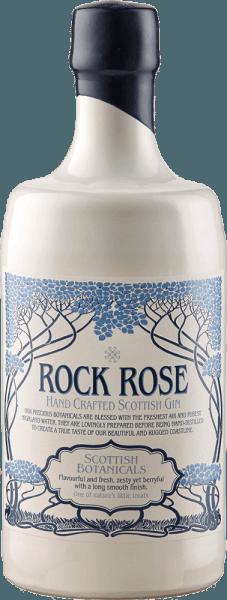"""De Rock Rose Gin van de Dunnet Bay Distillery onthult in het glas een fijn boeket van verse rozen, discrete alcohol en bessentonen van lijsterbessen, meidoornbessen en duindoorn. De 18 verschillende botanicals geven deze Schotse Hand Crafted Gin zijn ongelooflijke complexiteit. De Italiaanse jeneverbes geeft het diepte en warmte, de Bulgaarse jeneverbes zorgt voor frisse citrustonen. In de lange afdronk overtuigt deze uitzonderlijke jenever met zijn romigheid en delicate kruidige noten. Serveeradvies voor de Rock Rose Gin Geniet van deze gin puur, in een klassieke Gin & Tonic of probeer een """"Vin Chill Factor"""". Vin Chill Factor 4 cl rode wijn 4 cl Rock Rose Gin 2 cl grenadinesiroop Schud deze ingrediënten met ijs en vul het glas vervolgens aan met Prosecco. Onderscheidingen voor Rock Rose Gin van Dunnet Bay Distillery Lekker: Top 50 Scatland's Speciality Food Show: Beste Product San Francisco World Spirits Competition: Brons Schotland van Food and Drink Excellence Awards: Finalist kleinhandelsproduct"""