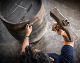 Barrel production at Lustau