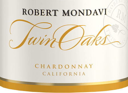 The Twin Oaks Chardonnay from Robert Mondavi from the American wine-growing region California, is a fine creamy, elegant white wine cuvée from the grape varieties Chardonnay (77%), Colombard (14%), Muscat (4%), Viognier (3%) and Verdejo (2%). A bright straw yellow with golden reflections shimmers in the glass of this wine. The aromatic bouquet reveals fruity-fresh aromas of crunchy apples, ripe pears and white-fleshed peaches with a hint of cinnamon and summer blossoms. On the palate, too, the fresh notes of the nose present themselves with a slightly creamy texture and filigree nuances of vanilla and toast. The body is supported by the clear, present fruit and leads to a long, elegant finish. Vinification of Robert Mondavi Chardonnay Twin Oaks After the harvest of the grapes, which grow on different vineyards (mainly Central Coast and Lodi) in California, the whole harvest is gently pressed and the must is fermented cold in stainless steel tanks. This white wine then matures in stainless steel tanks as well as in French oak barriques. Food recommendation for the Chardonnay Twin Oaks Robert Mondavi Enjoy this dry white wine from the USA well chilled as a welcome aperitif. Or serve this wine with all kinds of finger food, fresh fish from the grill or with vegetable ice pans.
