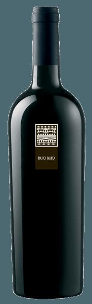 De Buio Buio Rosso Isola dei Nuraghi IGT van MESA schittert in een sprankelend rood in het glas. Het bouquet toont een indrukwekkend samenspel van rood fruit en bloesem. Bovendien heeft deze rode wijn een buitengewoon bouquet van meer complexe kruidige tonen en hints van nieuw hout. In de mond is de lange afdronk indrukwekkend. Een heerlijke smaakervaring! Het is een ideale begeleider van gestoofd wild zwijn en van belegen kaas.