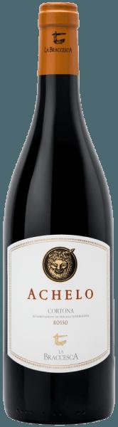 De Achelo Cortona Rosso DOC van Tenuta La Braccesca schittert in een levendig violet in het glas, fruitige tonen van helder steenfruit en pruimen presenteren zich op de neus. In de mond verrast deze rode wijn uit het zuiden van Toscane met fruitige tonen en een aangename kruidigheid en frisheid, smakelijk met zachte, strelende en zoete tannines. De afdronk is lang met zilte, minerale tonen. Vinificatie van de Achelo Cortona Rosso DOC door La Braccesca Deze smaakvolle rode wijn wordt gemaakt van 100% Syrah, verbouwd in wijngaarden op de grens tussen Montepulciano en Cortona op droge, kleiachtige grond. De oogst van de Achelo vindt half september plaats. Tijdens het ontstelen en persen wordt de most koud gemacereerd om de fruitige noten die typisch zijn voor de variëteit naar voren te brengen. De gisting vindt plaats bij een gecontroleerde temperatuur tot een maximum van 28°C gedurende tien dagen. Vervolgens wordt 70% van de wijn overgeheveld naar tweede en derde persing gebruikte barriques waar hij malolactische gisting ondergaat en rijpt, de rest gaat in roestvrijstalen tanks. Na het bottelen rijpt de wijn nog enkele maanden in de fles alvorens te worden vrijgegeven voor de verkoop. De naam Achelo staat voor de afgerukte hoorn van de god Achelo in de strijd met Heracles, in de oude mythologie een symbool van overvloed en vruchtbaarheid. De Achelo Cortona DOC kan 4 tot 5 jaar bewaard worden. Aanbevolen voedsel voor de Achelo Cortona Rosso DOC van La Braccesca Geniet van deze jonge en smaakvolle Syrah uit Toscane bij traditionele gerechten uit de streek, gegrild en gestoofd rood vlees, bij bruschette met lever en paddenstoelen, Toscaanse ham of wild zwijn salami. Onderscheidingen voor de Achelo Cortona DOC van Tenuta La Braccesca James Suckling: 92 punten voor 2015 Robert M.Parker: 90 punten voor 2015 Wine Spectator: 92 punten voor 2014; 90 punten voor 2015