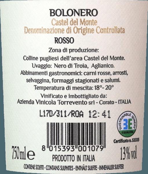 In het glas heeft de Bolonero Castel del Monte DOC uit Torrevento een helder donkerrood met violette accenten. In de neus ontvouwt zich een expressief boeket van sappig zwart fruit - vooral bramen, zwarte bessen en zwarte kersen. Daarnaast zijn er bloemige hints van viooltjes en een beetje tabak. In de mond heeft deze Italiaanse rode wijn een volle body die gepaard gaat met een zachte, licht kruidige textuur. De afdronk heeft een aangename lengte. Al met al een zeer evenwichtige cuvée van Nero di Troia en Aglianico. Vinificatie van de Bolonero van Torrevento uit Apulië De druiven komen uit de provincie Bari, de Murgia hoogvlakte. Volgens de conventionele teeltmethoden worden de wijnstokken in het Alberello-systeem opgevoed. Aglianico (30%) en Nero di Troia (70%) ondergaan een traditionele maceratie en worden gedurende 8 maanden volledig in roestvrijstalen tanks gerijpt. Aanbevolen voedsel voor de Bolonero Castel del Monte uit Torrevento Geniet van deze droge rode wijn uit Apulië bij allerlei wildgerechten, steaks vers van de grill, pasta's of gerijpte kazen.