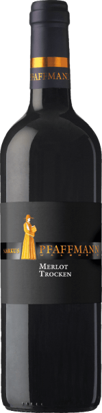 The Merlot Selection by Markus Pfaffmann presents itself in an intense ruby red with a complex bouquet in the glass. In the foreground are the aromas of dried plums, mocha and spices, which is subtly accompanied by chocolate and a hint of leather. This red wine reveals itself on the palate full-bodied and round with a soft tannin structure. Subtle wood notes lead into an impressively long finale. Vinification of the Pfaffmann Merlot Selection The vines for this varietal Merlot are rooted in single layers on loess clay soils with limescale. The mash period of 12 days with daily stirring of the mash allows an intensive extraction of aromas, color and tannins. Two-thirds of this wine is aged in new barrels and one-third in old oak barrels for 24 months. Then this German Merlot is refined for a while in the bottle. Food recommendation for the Pfaffmann Merlot Selection Enjoy this dry red wine with braised meat dishes in red wine sauce or with a cheese platter.
