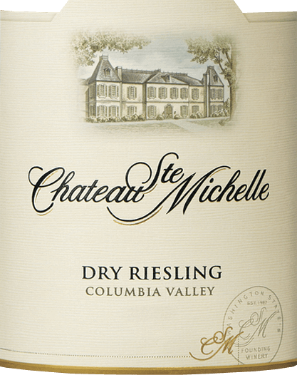 De droge Riesling van Chateau Ste. Michelle is een zuivere witte wijn uit het Amerikaanse wijnbouwgebied Washington State - Columbia Valley. In een glanzend strogeel met groenige reflecties presenteert deze wijn zich in het glas. Het fruitige bouquet onthult heerlijke aroma's van sappige perziken, rijpe abrikozen onderbroken door vers citrusfruit en een fijne minerale toets. Het gehemelte wordt verwend door een prachtig samenspel van frisse, natuurlijke zuren, rijp fruit volheid en elegante mineraliteit. Deze levendige witte wijn eindigt met aromatische kracht en veel frisheid. Aanbevolen voedsel voor de Ste. Michelle Riesling dry Deze droge witte wijn uit de VS is een uitstekende begeleider van mals krabvlees, mosselen en verse vis. Of geniet van deze wijn bij zowel de Aziatische als de Indische keuken.
