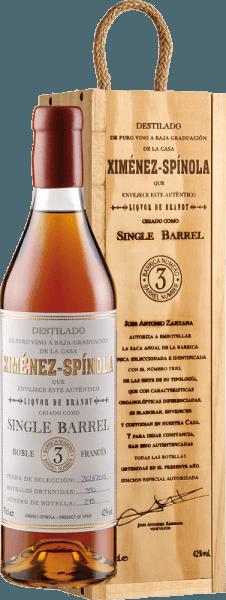 De Single Barrel D.O. van Ximénez-Spinola schittert goudkleurig in het glas en verspreidt heerlijke aroma's van rozijnen en pruimen, gedroogd fruit en specerijen met een duidelijke houttoets. Deze brandewijn is goed in balans in de mond, de alcohol is goed geïntegreerd door de zoetheid en de rijpheid. De langdurige nasmaak wordt gedragen door de zoetheid en is uiterst zacht. De rijping van 12 jaar op hout maakt deze brandy zo zacht. Geniet van de Single Barrel D.O. met foie gras, chocolade desserts of zoete gebakjes.