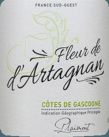 De Fleur de d'Artagnan Blanc Côtes de Gascogne van Plaimont is een frisse witte wijn uit de Gascogne in het zuiden van Frankrijk, die de neus streelt met zijn heerlijke citrusaroma's en florale hints. Nuances van gele pitvruchten zoals appels en peren, maar ook delicate kruidige nuances van citroenmelisse completeren het bouquet van de Fleur de d'Artagnan Blanc. In de mond is de witte Fleur de d'Artagnan Cuvée verrukkelijk met een fijn evenwicht tussen levendige fruitzuren en een delicate restzoetheid, die deze Franse witte wijn een perfecte drinkflow geeft. Een heerlijk ongecompliceerde witte wijn voor 1.000 gelegenheden. Vinificatie van de Fleur de d'Artagnan Blanc van Plaimont Deze cuvée van witte wijn is gevinifieerd uit 80% Colombard en 20% Ugni Blanc. De druiven zijn afkomstig van wijngaarden in de Gers, het hart van de Gascogne. Na de oogst worden de druiven ontsteeld, geperst en wordt de most na een korte rustperiode voorzichtig geperst. Vervolgens vindt de gisting plaats met zuivere gekweekte gisten in temperatuurgeregelde roestvrijstalen tanks, waardoor de wijn zijn frisheid en fruitigheid krijgt. De wijnserie Fleur de d'Artagnan van het wijnhuis Plaimont bestaat uit wijnen met een buitengewone frisheid, helderheid en fruitigheid met een eerlijk druivenras karakter. Daarbij ligt de nadruk vooral op regionale druivenrassen. De pittige wijnen zijn een indrukwekkend monument voor de beroemde musketier d'Artagnan, wiens portret het etiket siert. Spijs aanbeveling voor de Fleur de d'Artagnan Blanc Geniet van deze droge witte wijn uit de Gascogne bij frisse salades, lichte visgerechten of asperges.