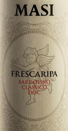 De frisse wijnen van Monte Baldo Briljant kersenrood van kleur, dit is een typische Bardolino. Deze rode wijn, die wordt gemaakt van de drie druivensoorten Corvina, Rondinella en Molinara, geurt naar fijne wilde bessen en kersen, een vleugje kruiden en wat peper. In de mond valt de aangename frisheid op, die te danken is aan een duidelijke zuurgraad die typisch is voor deze cuvé. Spijsadvies voor de Frescaripa Bardolino Classico DOC van Masi Agricola Deze Bardolino Classico DOC van Masi Agricola is een goed gestructureerde rode wijn die goed samengaat met alle soorten groentesoepen, rijst of pasta en pizza.