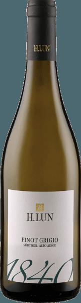 De Pinot Grigio DOC van H. Lun toont zich met een middelmatig groengeel in het glas. De aroma's van rijp steenfruit, een hint van rozen, evenals acaciahout en kruisbessen openbaren zich. Deze witte wijn uit Zuid-Tirol is duidelijk gestructureerd en harmonieus. In de finale onthult hij citrusfruit. Spijsaanbeveling voor de Pinot Grigio DOC van H. Lun Geniet van deze droge witte wijn bij pasta, gratin, risotto, gevogelte en wit vlees. Onderscheidingen voor de Pinot Grigio DOC van H. Lun Gambero Rosso: 2 glazen (jaargang 2015)