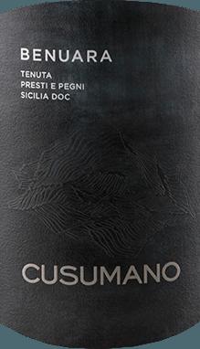 De Benuara Terres Siciliane IGT uit Cusumano toont zich in het glas in een donkere robijnrode tint, terwijl hij zijn complexe bouquet ontvouwt, gekenmerkt door intense fruitaroma's van kersen en rode bessen. In de mond straalt deze cuvée van rode wijn met spanning, substantie en rijkdom, vol en intens. Deze rode wijn uit Sicilië is krachtig en finesse-rijk. Vinificatie van de Benuara Terre Siciliane IGT uit Cusumano Deze cuvée bestaat uit de druivensoorten Nero d'Avola (70%) en Syrah (30%). Na de handmatige oogst worden de druiven ontsteeld en gedurende twee dagen gefermenteerd bij 7°Celsius, de fermentatie vindt plaats bij 26°-28°Celsius met frequente circulatie en extractie van de most. Daarna volgt de malolactische gisting in roestvrijstalen tanks met fining, in roestvrijstalen tanks en in houten vaten. Spijsadvies voor de Benuara Terre Siciliane IGT van Cusumano Geniet van deze droge rode wijn bij krachtige gerechten met varkens- en rundvlees, gegrild vlees, lamsvlees en wild, en bij sterke kazen. Prijzen voor Cusumano's Benuara Terre Siciliane IGT Gambero Rosso: 2 glazen (jaargangen 2015 - 2011) Robert Parker / The Wine Advocate: 89 punten (jaargang 2015) James Suckling: 90 punten (jaargangen 2014 en 2012)