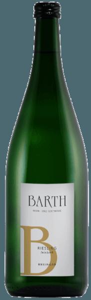 De Riesling feinherb van het wijn- en mousserende wijngoed Barth schittert in het glas in een stralend goudgeel en ontvouwt zijn fruitige bouquet met de aroma's van knapperige appels en peren, evenals een hint van citrusfruit. In de mond is deze Riesling verrukkelijk met zijn frisse stijl en delicate restzoetheid. Met zijn pittige, verfrissende mondgevoel zal deze witte wijn elke Riesling-liefhebber gelukkig maken. Aanbevolen voedsel voor de Barth Riesling feinherb Geniet van deze halfdroge witte wijn als aperitief, bij voorgerechten en salades, vis en zeevruchten of pasta met zalm op limoen zabaione.