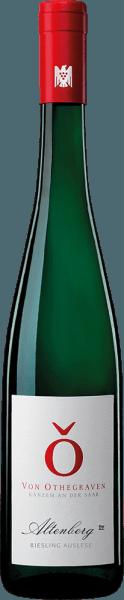 De Altenberg Riesling Auslese van Von Othegraven ontvouwt een fijn bouquet in het glas met aroma's van citrusfruit en een delicate vuursteenmineraliteit. Deze Riesling omarmt het gehemelte op delicate wijze met hints van gekonfijte citrusvruchten. Deze bezielende wijn inspireert in de nagalm zilte en mieralischen tonen. Spijsadvies voor de Von Othegraven Altenberg Riesling Auslese Geniet van deze edele zoete witte wijn bij desserts of belegen kaas.