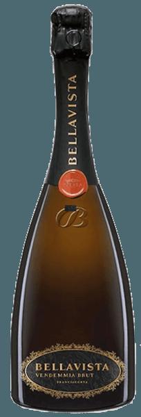 Bellavista La Scala Vendemmia Brut Franciacorta DOCG verleidt met een zeer fijne opstijgende perlage in het glas, die zich ontwikkelt tot een fascinerende en aanhoudende krans, van levendige heldergele kleur, transparant glanzend, met frisse groenige reflecties. In de neus toont deze voortreffelijke mousserende wijn uit Franciacorta zijn klassieke stijl met zoete aroma's van wit rijp fruit, witte amandelen, patisserie, gekonfijte citrusvruchten en verse vlierbes en meidoornbloesem. In de mond verrast deze Franciacorta met elegantie en tegelijk krachtige smaak, levendige frisheid, heerlijk evenwichtig, harmonieus en dynamisch, complexe textuur, expressief, nooit saai, vol energie. Ongelooflijk lange afdronk. Een zeer lang houdbare mousserende wijn, die lang en langdurig inspireert. Vinificatie voor de Bellavista La Scala Brut Franciacorta DOCG De druiven voor deze uitstekende mousserende wijn, opgedragen aan het beroemde Teatro La Scala, groeien op geselecteerde wijngaarden in Franciacorta, die tussen 180 en 350 m boven de zeespiegel liggen, de gemiddelde leeftijd van de wijnstokken is 25 jaar. Voor deze wijn worden 75% Chardonnay en 25% Pinot Noir samen gevinifieerd. De druiven worden in september met de hand geoogst als ze op hun best rijp zijn. Een deel van de basiswijnen wordt vergist en gerijpt in kleine witte eikenhouten vaten van 228 l, het andere deel in roestvrijstalen tanks. De cuvée wordt vervolgens 4 jaar op de droesem gerijpt volgens de klassieke methode van gisting op fles. De harmonieuze interactie van de twee druivensoorten geeft de wijn complexiteit, diepte, intensiteit en elegantie. Aanbevolen voedsel voor de Bellavista La Scala Vendemmia Brut Franciacorta van Bellavista Geniet van deze bekroonde, exclusieve Franciacorta van Bellavista als aperitief, bij kaviaar, bij fijne vis, sint-jakobsschelpen of oesters. Onderscheidingen voor de Bellavista La Scala Brut Franciacorta DOCG van Bellavista Bibenda: 5 druiven voor 2012 Wijn Enthusiast: 90 punten voo
