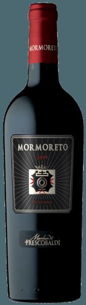 De Mormoreto van Castello di Nipozzano van de familie Frescobaldi bekoort door zijn ondoordringbare krachtige robijnrode kleur in het glas, in de neus presenteert hij zich complex met aroma's van rijp rood fruit zoals bramen en frambozen, tonen van bitter cacaopoeder, cacaoboter en geroosterde koffiebonen en lichte tonen van vanille en kaneel, maar ook kruidnagel, jasmijn en witte thee. In de mond onthult de Mormoreto zich persistent, rond, zacht en fluweelachtig, in de mond en in de afdronk worden de indrukken waargenomen door de neus bevestigd, bijkomend verrijkt met een duidelijke noot van gesmolten chocolade, frambozenfrisheid, whisky, vanille tabak. Productie van de Mormoreto van Castello di Nipozzano Deze rode wijn van de familie Frescobaldi van Castello di Nipozzano is genoemd naar de gelijknamige wijngaard, Mormoreto, die in 1976 nieuw werd aangeplant en sinds 1983 deze bekroonde, weelderige en langlevende wijn voortbrengt die alleen in de beste jaargangen het daglicht ziet. Na de handmatige oogst worden de Cabernet Sauvignon, Cabernet Franc, Merlot en Petit Verdot druivensoorten gedurende 35 dagen afzonderlijk gefermenteerd in roestvrijstalen tanks bij een gecontroleerde temperatuur, waarna ze worden geweekt en nog eens 20 dagen op de schillen blijven liggen. De alcoholische gisting wordt onmiddellijk gevolgd door de malolactische gisting. De cuvée rijpt vervolgens 24 maanden in barriques, deels nieuw en deels voor de tweede maal gebruikt, gevolgd door nog eens 6 maanden in de fles. Food pairing voor de Mormoreto van Castello di Nipozzano by Frescobaldi Deze opulente, finesse-rijke en lang aanhoudende topwijn van de familie Frescobaldi past uitstekend bij goed gegaarde, gestoofde vleesgerechten, gebraad en vlees met saus, maar evenzeer perfect bij belegen kazen. Awards James Suckling - 93 punten Wine Spectator - 93 punten