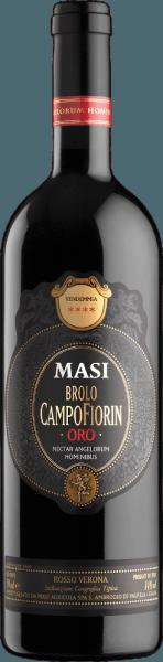 De vernieuwende uit de Veneto De innovatieve, diep robijnrode Brolo Campofiorin Oro Rosso del Veronese IGT van Masi Agricola werd in 1995 gecreëerd ter gelegenheid van het 25-jarig bestaan van de Campofiorin Ripasso. Het verrukt met een bouquet dat aroma's van rijp bessenfruit, jam en een beetje vanille uitstraalt. Op het krachtige, volle, fluweelzachte en complexe gehemelte ontvouwt zich de prachtige combinatie van elegantie met concentratie en expressie. Gebakken fruit en hints van cacao en vanille openbaren zich op de aanhoudende afdronk. De naam Brolo komt overeen met het Franse Clos, een enkele wijngaard omsloten door een muur. Deze is gelegen in de vallei van Marano, waar oorspronkelijk de druiven voor Campofiorin werden verbouwd. Aanbevolen voedsel voor de Masi Brolo Campofiorin Oro Geniet ervan bij pastagerechten met sterke vlees- of paddestoelensauzen, risotto, gegrild rood vlees, gebraad en goed gerijpte kazen.