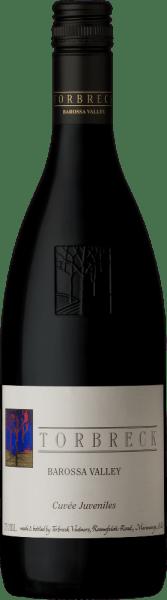 De Cuvée Juveniles van Torbreck Vintners is een prachtige rode wijn gemaakt van Grenache (59%), Shiraz (22%) en Mourvèdre (19%). In het glas schittert deze Australische rode wijn in een krachtig donker robijnrood. Het bouquet onthult heerlijk weelderige tonen van sappige bramen en rijpe hartkersen. De aroma's in de neus gaan vergezeld van minerale en kruidige hints. Het gehemelte geniet ook van het rode fruit en wordt geïnspireerd door subtiele nuances van zwarte olijf. Deze rode wijn overtuigt met een goede structuur, frisse zuren, fijne tannine en een lange afdronk. Spijs aanbeveling voor de Torbreck Vintners Cuvée Juveniles Deze droge rode wijn is een uitstekende begeleider van varkensmedaillons met een kruidenkorst en aardappelen, pasta met pittige sauzen of ook van stevige kaasspecialiteiten.