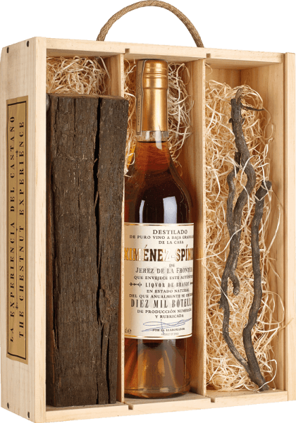 De brandewijn Criadera 10.000 Chestnut Experience van Ximénez-Spinola presenteert zich in een donker amberkleurig glas en verleidt met zijn zachte en aromatische bouquet. Deze is harmonieus samengesteld uit gedroogde abrikozen, dadels, nootachtige noten en een nobel geroosterd aroma. Deze brandewijn uit Spanje is dicht en krachtig in de mond en eindigt in een lange en zachte afdronk. Geniet van de Brandy Criadera als digestief.