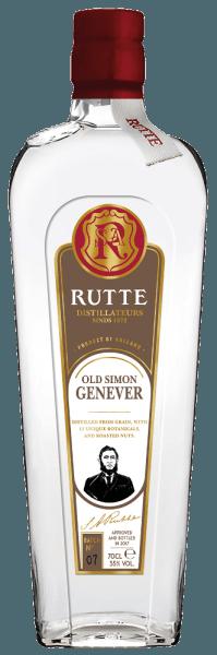 De Old Simon jenever van Rutte wordt geproduceerd volgens een oud recept van de oprichter Simon Rutte. In het glas presenteert deze jenever zich in een heldere en heldere gele kleur met delicate aroma's van granen en kruiden, maar ook van hazelnoten. De Old Simon is aangenaam en licht in de mond en overtuigt met zijn nootachtige noten alvorens te eindigen in een fluweelzachte afdronk. Productie van de Rutte Oude Simon Het recept van deze jenever bevat traditionele ingrediënten uit Nederland zoals jeneverbessen, maar ook andere botanische ingrediënten zoals: geroosterde walnoten en hazelnoten, engelwortel, engelwortelzaden, koriander, orriswortel, foelie, selderij, johannesbrood, zoethout en vers fruit. Deze ingrediënten worden reeds tijdens de distillatie aan deze spirit toegevoegd, wat zorgt voor de intense aroma's en smaken.