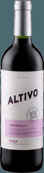 In het glas onthult de Altivo van Criadores de Rioja een briljant glanzende robijnrode kleur. De neus van deze rode wijn uit Rioja is verrukkelijk met nuances van morellen, zwarte bessen, bosbessen en pruimen. Het is juist het fruitige karakter dat deze wijn zo bijzonder maakt. Deze droge rode wijn van Criadores de Rioja is voor puristen die liever 0,0 gram suiker in hun wijn hebben. De Altivo komt hier heel dicht in de buurt, want hij werd geperst met slechts 1,6 gram restsuiker. Met zijn aanwezige fruitzuren openbaart de Altivo zich als fantastisch fris en levendig in de mond. De afdronk van deze jeugdige rode wijn uit het wijngebied van La Rioja is overtuigend met een goede afdronk. Vinificatie van de Altivo van Criadores de Rioja De basis voor de elegante Altivo uit La Rioja zijn druiven van het druivenras Tempranillo. Na de druivenoogst worden de druiven snel naar het pershuis gebracht. Hier worden ze geselecteerd en zorgvuldig vermalen. De gisting volgt in roestvrijstalen tanks bij gecontroleerde temperaturen. Aanbevolen voedsel voor de Altivo van Criadores de Rioja Geniet van deze rode wijn uit Spanje ideaal getempereerd op 15 - 18°C als begeleidende wijn bij een aardappelpan met zalm, kabeljauw met komkommer-mosterdgroenten of groentestoofpot met pesto.