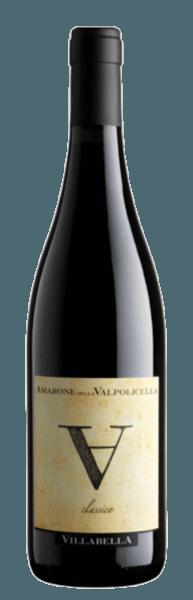De Amarone della Valpolicella uit Villabella verschijnt in het glas in een donker granaatrood met de heerlijke aroma's van kersen en wilde bessen. Het bouquet van deze wijn wordt afgerond door zoete specerijen en pure chocolade. Deze rode wijn maakt indruk in de mond met een grote structuur en zijn ronde en fluweelachtige mondgevoel. Vinificatie van de Villabella Amarone della Valpolicella Deze cuvée wordt gevinifieerd van de druivensoorten Corvina, Rondinella en Corvinone. Na de oogst en de gisting rijpt de wijn 36 maanden in grote Slavonische eiken vaten. Spijs aanbeveling voor de Villabella Amarone della Valpolicella Geniet van deze droge rode wijn bij gebraden vlees, wild of belegen kaas. Prijzen voor de Villabella Amarone della Valpolicella Gambero Rosso: 2 glazen voor 2011