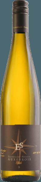 De Auxerrois Gutswein trocken van Ellermann - spiegel platina geel in het glas, is elegant en fijn, maar tegelijkertijd enorm krachtig. De neus onthult een prachtige verscheidenheid aan aroma's van verse honingmeloen, witvlezige perzik en rijpe appel. Kruidige nuances en florale noten vullen de levendige en geurige indruk aan. In de mond is de Auxerrois uit de Pfalz heerlijk sappig, zacht en vol van smaak. De combinatie van veel extract en pittige zuren past perfect bij deze druivensoort. De afdronk blijft lang hangen en maakt dat je nog een paar slokken wilt nemen. Voedselaanbeveling voor de Auxerrois van Frank Spiegel uit de Palts. Geniet van deze droge witte wijn bij gerechten met kip of kalkoen, maar ook bij pittige visgerechten of een medium kaas.