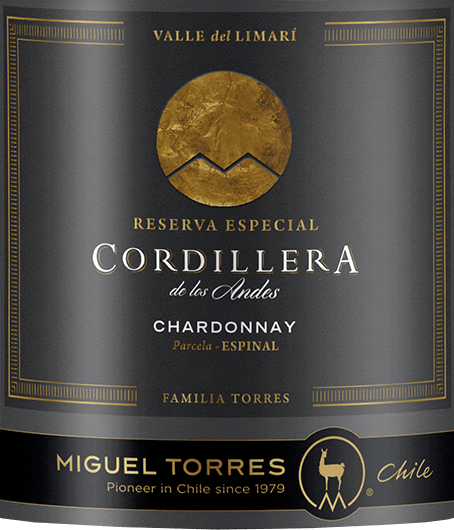 The grapes for Miguel Torres Chile's fragrant Cordillera Chardonnay, pure vine variety, comes from the Valle de Limari in Coquimbo. In the glass, this wine shimmers in a bright straw yellow with fine golden highlights. The bouquet offers a wonderful variety of aromas. Fresh grapefruit is presented together with white currants and juicy vineyard peaches - accompanied by fruit blossoms and an elegant, fine hint of roasted hazelnuts. On the palate this Chilean white wine presents a juicy, full-bodied body with a melty-creamy texture. Also the aromas of the nose are wonderfully present and balance perfectly with the lively acidity. The long finish is accompanied by fruity notes of stone fruit and citrus. Vinification of Torres Cordillera Chardonnay The harvest of the Chardonnay grapes for this white wine takes place at the end of February. The grapes are immediately transferred to the cellar where they are gently pressed. The fermentation and ageing of this white wine takes place both in stainless steel tanks and in wooden barrels. 54% of this white wine is aged in French oak barrels and 46% in stainless steel tanks. The oak wood gives this wine its harmonious balance - the stainless steel tank the fresh grape variety fruit. This wine does without biological acid degradation - the wine matures on the fine yeast. Food recommendation for Chardonnay Miguel Torres Chile Cordillera Enjoy this dry white wine from Chile with smoked trout or salmon, fresh seafood in creamy sauces or baked fish.