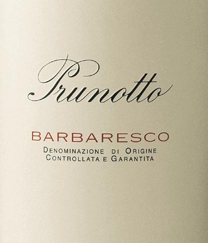 De Barbaresco DOCG van Prunotto schittert intens granaatrood in het glas. In de neus ontvouwen zich complexe aroma's van rood fruit en kruidige noten. In de mond presenteert de Barbaresco zich rond, fluweelachtig, met een goede structuur en een volle body, met zachte tannines. De afdronk is lang, met een aangename nasmaak. Vinificatie van de Barbaresco DOCG door Prunotto De Nebbiolo druiven voor deze Barbaresco zijn afkomstig van wijngaarden in Barbaresco en Treiso, de mergelbodems zijn fijn, hebben textuur en zijn rijk aan mineralen, met afzettingen van mangaan, zink en borium. De perfect gerijpte, gezonde druiven worden met de hand geoogst en in de wijnmakerij ontsteeld en geperst. De maceratie bij gecontroleerde temperatuur duurt ongeveer 10 dagen, gevolgd door de malolactische gisting, die vóór het begin van de winter volledig is voltooid. De Barbaresco rijpt vervolgens een jaar in eiken vaten van verschillende grootte alvorens te worden gebotteld en nog bijna een jaar in de fles te rijpen. Deze Barbaresco heeft een bewaarpotentieel van 10 tot 13 jaar. Spijsadvies voor de Barbaresco DOCG van Prunotto Geniet van deze smakelijke klassieker uit Piemonte bij vleesgerechten en halfrijpe en rijpe kazen. Het wordt aanbevolen de fles ongeveer twee uur voor het serveren te openen en hem te drinken bij ongeveer 17°C. Onderscheidingen voor de Barbaresco DOCG van Prunotto Gambero Rosso: 2 glazen voor 2013 en 2014 Wine Spectator: 91 punten voor 2013 en 2014 Vinous Antonio Galloni: 90 punten voor 2014 I Vini di Veronelli: 91 punten voor 2013, 89 punten voor 2014 Falstaff: 93 punten voor 2013 Bibenda: 4 druiven voor 2013 Wijnadvocaat Robert M.Parker: 91 punten voor 2013
