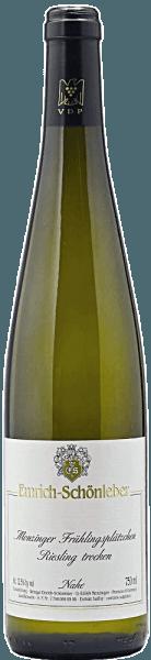De Monzinger Frühlingsplätzchen Riesling kwaliteitswijn droog van Emrich-Schönleberontvouwt een fijn geurende neus met een fris aroma van pit- en steenfruit (appel, abrikoos). Frisse bloesem en minerale citrusfruitnuances ronden de geur af. In de mond presenteert hij zich helder en fijn-sappig, maar ooklevendig en frismet geconcentreerde body, stevige structuur, bijzonder gespierd voorkomen, karakter en een delicate minerale druk. Deze laatste wint aan intensiteit in de mond en onthult een heerlijke ziltheid op de lange afdronk. Gecombineerd met heldere bloemenaroma's levert dat een complexe smaak op. Serveren met groenten, gevogelte en diverse zachte kazen.