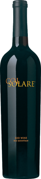 De Col Solare is een gezamenlijke samenwerking tussen Chateau Ste. Michelle en Piero Antinori, de rode wijnexpert uit Toscane. Deze rode wijn is een zeer complexe, expressieve cuvée gevinifieerd van de druivensoorten Cabernet Sauvignon (88%), Cabernet Franc (6%), Merlot (4%) en Syrah (2%). In het glas straalt deze wijn diep donkerpaars met donkerrode accenten. Het expressieve bouquet verwent de neus met een dichte, donkere fruitigheid -zwarte kersen, bosbessen, zwarte bessen en bramen - en kruidig-bloemige tonen vansandelhout, lavendel, wierook en een hint van peper. In de mond maakt deze Amerikaanse rode wijn indruk met een volle, weelderige body, een zeer goede structuur, levendig donker fruit (vooral bosbessen en zwarte bessen) en subtiele kruidige tonen. De fluweelzachte, dichte tannines geven deze rode wijn zijn zijdeachtige textuur. De afdronk is harmonieus in balans en overtuigt met een lange, aromatische afdronk. Vinificatie van de Chatau Ste. Michelle Col Solare De volledig rijpe druiven worden zorgvuldig met de hand geplukt in het wijnbouwgebied van de staat Washington en onmiddellijk naar de wijnmakerij Col Solare gebracht. Daar worden de druiven zorgvuldig ontsteeld en streng geselecteerd. De geselecteerde bessen worden vervolgens voorzichtig geplet en gedurende 7 tot 12 dagen op de schillen gefermenteerd. Tijdens dit proces wordt de draf regelmatig ondergedompeld. Na de alcoholische gisting wordt deze wijn 21 maanden gerijpt in nieuwe Franse (75%) en Amerikaanse eiken vaten (25%). Aanbevolen voedsel voor de Col Solare Ste. Michelle Deze droge rode wijn uit de Verenigde Staten is een uitstekende begeleider van krachtige wildgerechten in wildbessensaus, gestoofd rundvlees in donkere saus of ook van worst, hamspecialiteiten en gerijpte harde kazen. Wij raden aan deze wijn minstens een uur voor het drinken te decanteren. Onderscheidingen voor de Col Solare Wine Spectator: 90 punten voor 2013 Robert M. Parker - The Wine Advocate: 94 punten voor 2013