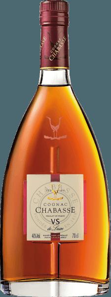 DeCognac VS de Luxe van Cognac Chabasse is een zachte, harmonieuze brandewijn gemaakt van de druivensoorten Ugni Blanc (80%), Colombard (15%) en Folle Blanche (5%). In het glas schittert deze cognac in een licht amber met gouden reflecties. Het verleidelijke bouquet onthult heerlijke aroma's van vanille, noten en fijne specerijen. Bovendien komen de cognac-typische bloemige noten erbij. In de mond is deze Franse brandewijn heerlijk zacht en harmonieus met een aanwezige kracht en een levendige persoonlijkheid. In de lange afdronk komen de bloemig-kruidige tonen weer naar voren. Vinificatie van deChabasse Cognac VS de Luxe De druiven voor deze Cognac worden zeer vroeg geoogst en vergist tot een zeer zure witte wijn. De zuurgraad beschermt tegen oxidatie, aangezien Cognac niet gezwaveld is. Deze basiswijn wordt nu tweemaal gedistilleerd in een koperen distilleerketel volgens de traditionele distillatiemethode uit Charentais. Voor de rijping worden houten vaten van Limousin-eik gekozen. Daarin rijpt deze Cognac minstens 2 jaar. Serveeradvies voor deVS de Luxe Cognac Chabasse Deze brandewijn uit Frankrijk gaat heel goed samen met een gezellige koffieronde, als digestief, of ook bij een avond bij het haardvuur met een lichte sigaar.