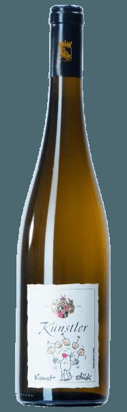 De neus van Kunststück Riesling van Weingut Künstler onthult een kristalhelder fruitboeket met aroma's van gele steenvruchten, citrusvruchten en een hint van filigrane mineraliteit. In de mond toont de wijn vervolgens zijn volle fruitigheid en subtiele mineraliteit met tonen van sappige perzik, opnieuw geel steenfruit en citrus. Het substantiële karakter van de witte wijn suggereert al een lang bewaarpotentieel. Serveertip/Foodpairing De Kunststück Riesling kan heerlijk solo worden gedronken, maar kan ook uitstekend worden gecombineerd met licht gevogelte in delicate roomsauzen en met gegrilde vis.