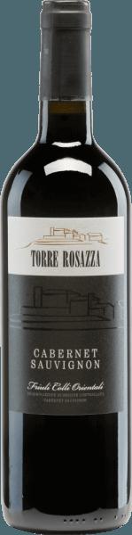 De Cabernet Sauvignon van Torre Rosazza is een prachtige, zuivere rode wijn uit de regioFriuli Venezia Giulia. In het glas glinstert deze wijn in een krachtig robijnrood met kersenrode accenten. Het rijke bouquet streelt de neus met intense aroma's van zwarte bessen - vooral bramen en zwarte bessen springen in het oog. Deze worden aangevuld met tonen van laurier, versgemalen peper en zoethout. Het gehemelte heeft een volle body en een stevige structuur. De zachte tannines zijn prachtig geïntegreerd en monden uit in een middellange afdronk. Vinificatie van deTorre RosazzaCabernet Sauvignon De Cabernet Sauvignon druiven worden zorgvuldig met de hand geoogst opTorre Rosazza. In de wijnmakerij worden de druiven geperst en het resulterende beslag wordt gefermenteerd in roestvrijstalen tanks bij een gecontroleerde temperatuur. Na de gisting rijpt deze Italiaanse wijn gedurende 6 maanden in houten vaten (300 l). Spijsadvies voor deCabernet Sauvignon Torre Rosazza Deze droge rode wijn uit Italië is een prima begeleider van Italiaanse pastagerechten met vleessauzen. Maar ook bij gezellige barbecue-avonden mag deze wijn niet ontbreken.