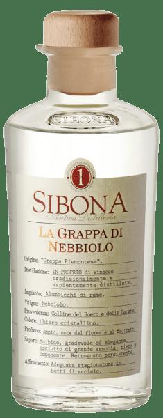De Grappa di Nebbiolo van Antica Distilleria Sibona verschijnt kristalhelder in het glas, in de neus ontvouwen zich geuren van bloemen, zeer rasgebonden en geurig. In de mond is deze Piemontese grappa harmonieus, intens, droog, vol en krachtig, met houtnuances in de lange afdronk. Productie van de Grappa di Nebbiolo van Antica Distilleria Sibona Voor deze Grappa uit de Piemonte wordt draf van de Nabbiolo druiven uit het teeltgebied Roero gedistilleerd. De grappa rijpt enkele maanden in roestvrijstalen vaten. Awards Internationale Gedistilleerd Competitie - Zilver