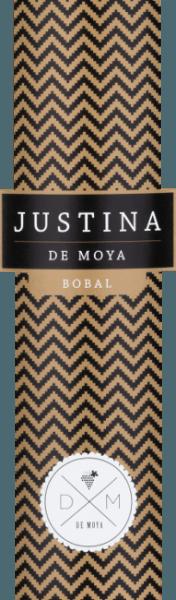 De Justina Bobal van Bodega De Moya in de D.O. Valencia wordt gevinifieerd van de Spaanse druivensoort Bobal in combinatie met Syrah. Deze rode wijn is een eerbetoon aan zijn jongste dochter Justina. Het resultaat is een volle, fruitige cuvée die zich in het glas presenteert in een diep donker robijnrood. De rijke aroma's in de neus variëren van rijp rood fruit, pruimen en rozijnen tot gedroogde vijgen, walnoten en vanille als deze wijn zijn bouquet ontvouwt. In de mond komt deze Spaanse wijn over als vol en fris, de rijpe fruittonen en hints van toastaroma's combineren met de goed geïntegreerde tannines om een lange, soepele afdronk te creëren. Vinificatie van de De Moya Justina Bobal Deze Spaanse rode wijn is een blend van 90% Bobal en 10% Syrah van de eigen wijnstokken van Bodega De Moya in de bergen achter Valencia, niet ver van de Spaanse Middellandse Zeekust. De druiven op de 40 ha grote wijngaard worden geteeld met beperkte opbrengsten en selectief met de hand geplukt. Na een maceratie onder gecontroleerde temperatuur, rijpt de Justina Bobal nog 4 maanden in Amerikaanse en Franse eiken vaten voordat deze wijn op fles wordt getrokken. Voedingsadviezen voor de Justina Bobal van Bodega de Moya Deze smakelijke, fruitige Spaanse rode wijn is een geschikte begeleider van pasta met vleessauzen, lasagne, gevogelte, vlees met sauzen en gegrilde gerechten. Alleen gedronken, is deze droge rode wijn ook een genot.