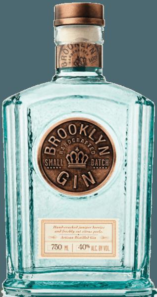 De Brooklyn New Western Gin streelt de neus met frisse citrusaroma's, die vergezeld gaan van lavendel en koriander. Smaaktechnisch inspireert deze Amerikaanse gin met intense jeneverbesnoten, die worden aangevuld door citrus. Het bijzondere aan deze New Western Gin is het gebruik van 5 verschillende citrusschillen en met de hand gekraakte jeneverbessen. Op de voorkant van de fles staat het grote logo, dat benadrukt dat deze gin een kleine partij gedistilleerde gin is.