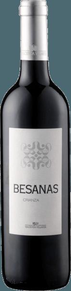 De Besanas Crianza DO van Hacienda Villarta presenteert zich in het glas in een krachtig robijnrood en betovert met zijn heerlijke aroma's van rijpe en donkere bessen, die worden ondersteund door fijne vanille en koffie. Deze cuvée van Cabernet Sauvignon en Tempranillo toont opnieuw de tonen van bessen in de mond, de kruidigheid van kruiden en koffie geven deze wijn een heel bijzondere spanning. De body van deze Spaanse wijn is vol en zacht en de lange afdronk zorgt ervoor dat je nog een slokje wilt nemen. Vinificatie van de Besanas Crianza DO van Hacienda Villarta Het rijpingsproces van deze cuvée vindt plaats in houten vaten van Frans en Amerikaans eikenhout gedurende 20 maanden onder natuurlijke temperatuurcontrole. Aanbevolen voedsel voor de Besanas Crianza DO van Hacienda Villarta Geniet van deze droge rode wijn bij pasta met tomatensaus, krachtige gerechten met varkens- en rundvlees, gegrild vlees, lamsvlees en wild of bij sterke harde kazen. Onderscheidingen voor de Besanas Crianza DO van Hacienda Villarta Asia Wine Trophy: Goud (Vintage 2011) Berlin Winetrophy: Goud (Vintage 2009) Mundus Vini: Zilver (Vintage 2009) Guia Penin: 87 punten (jaargang 2009)