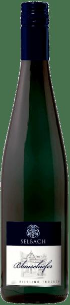 Deze witte wijn presenteert zich met een koele, minerale neus met hints van fruit. Strak, helder en verfrissend tegelijk laat de Blauschiefer Rieslinguit Selbach-Oster zich zien. Het slanke lichaam heeft extractdichtheid en een zekere complexiteit. De smaak wordt gekenmerkt door een kruidige mineraliteit, die fijn maar compact en zelfs een beetje ziltig is. Al met al een wijn met een goede lengte en langdurige mineraliteit.