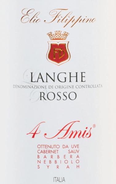 De4 Amis Langhe Rosso van Elio Filippino is een prachtige Italiaanse rode wijn cuvée gemaakt van de druivensoorten Cabernet Sauvignon (50%), Barbera (25%), Nebbiolo (20%) en Syrah (5%). In het glas schittert deze wijn met een krachtige robijnrode kleur met paarse accenten. Het bouquet wordt bepaald door aroma's van rijpe pruimen, verse bramen - onderstreept met subtiele hints van paprika. In de mond onthult deze rode wijn zijn volle complexiteit - de aroma's van de neus harmoniëren perfect met de goed gestructureerde body en de zachte tannines. De afdronk biedt lengte, elegantie en fijne fruitige nuances. Vinificatie van deElio Filippino4 Amis Langhe Rosso Nadat de vier verschillende druiven zorgvuldig met de hand zijn geoogst, worden ze in de wijnkelder geselecteerd en gekneusd. De most wordt vervolgens gefermenteerd in roestvrijstalen tanks onder temperatuurcontrole. Voor de sterke kleur, het expressieve aromaprofiel en de zachte tanninestructuur zorgt de houtrijping gedurende in totaal 18 maanden in Franse eiken vaten. Aanbevolen voedsel voor de4 Amis Elio FilippinoLanghe Rosso Geniet van deze droge rode wijn uit Italië bij stevige gebraden gerechten met groentegarnituur, wildzwijnragout of ook bij gerijpte kaassoorten. Maar ook solo is deze wijn een waar genoegen.