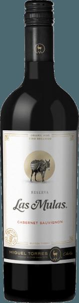 De druiven voor deLas Mulas Cabernet Sauvignon van Miguel Torres Chili groeien op biologisch beheerde wijngaarden in het prachtige Chileense teeltgebied Valle Central. In het glas maakt deze wijn indruk met een diep donker kersenrood met robijnrode accenten. In de neus ontvouwen zich typische druivenrasaroma's van zoet gerijpt fruit - vooral bramen, bosbessen en zwarte bessen - vergezeld van fijne tonen van specerijen. Zeer elegant met krachtige body speelt deze Chileense rode wijn rond het gehemelte. De gerijpte tannines zijn fluweelzacht en harmoniëren perfect met het dichte fruit en de fijne specerijen van het bouquet. De kruidige nuances geven deze wijn nog meer volheid en structuur, die doorlopen in de aromatische, evenwichtige en lange afdronk. Vinificatie van deCabernet SauvignonTorres Las Mulas De oogst van de Cabernet Sauvignon-druiven in het wijnbouwgebied Valle Central begint in april/mei. De druiven worden onmiddellijk naar de wijnmakerij gebracht en eerst koud gemacereerd. Hierdoor worden de eerste aroma's, kleurpigmenten en zachte tannines aan de bessenschillen onttrokken. Bij een gecontroleerde temperatuur (26 graden Celsius) wordt het beslag gedurende 8 dagen gefermenteerd in roestvrijstalen tanks. Daarna blijft deze wijn op de schillen om nog meer aroma's en kleur te onttrekken. Het contact met de huiden duurt 20 dagen. Ten slotte rijpt deze rode wijn in totaal 6 maanden in Franse eiken vaten. Spijsadvies voor de TorresCabernet Sauvignon Las Mulas Geniet van deze droge rode wijn uit Chili bij gezellige barbecues met familie en vrienden. Maar deze wijn is ook een genot bij mediterrane stoofschotels of verse pasta in kruidige sauzen.