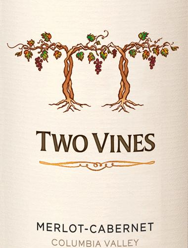 De prachtige rode wijncuvée Two Vines Merlot Cabernet van Columbia Crest is afkomstig uit het prachtige, Amerikaanse wijnbouwgebied Washington State - Columbia Valley Een warm, diep kersenrood met robijnrode reflecties glinstert in het glas van deze wijn. Het fruitige bouquet onthult intense aroma's van sappige bramen en bosbessen, samen met rijpe pruimen en zwarte bessen. Dankzij de houtrijping wordt het bouquet onderstreept door zoete vanilletonen. Ook in de mond is de volheid van het fruit merkbaar en zeer goed geïntegreerd in de sappige body. De fluweelzachte textuur harmonieert wonderwel met de zachte tanninestructuur. De zijdezachte afdronk overtuigt met mooie lengte en fijne fruitig-kruidige nuances Vinificatie van de Columbia Crest Two Vines Merlot Cabernet De druiven voor deze Amerikaanse rode wijn worden bij optimale rijpheid geoogst en onmiddellijk naar de wijnkelder van Columbia Crest gebracht. Daar worden de druiven volledig ontsteeld, gekneusd en gedurende 6 tot 10 dagen in roestvrijstalen tanks gefermenteerd. Na de alcoholische gisting ondergaat deze wijn een malolactische gisting, zowel in eiken vaten als in stalen tanks. Tenslotte rijpt deze wijn ongeveer 11 maanden in Franse en Amerikaanse eiken vaten (meervoudige bezetting). Spijs aanbeveling voor de Merlot Cabernet Columbia Crest Two Vines Geniet van deze droge rode wijn uit de VS bij pittige pastagerechten, mediterrane groenteschotels en kazen met een gemiddelde body. Of serveer deze wijn bij gezellige barbecue-avonden.