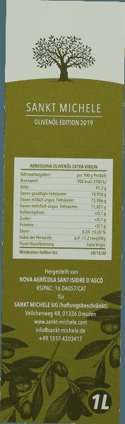 De extra vergine Arbequina olijfolie van Saint Michele toont zich in een fris groen en enftaltet in de neus een ongelooflijk fruitig aroma met hints van mediterrane kruiden. De 100% zuivere olijfolie wordt in Catalonië geproduceerd uit de Arbequina olijf en heeft een zeer mild en fris karakter. Productie van de olijfolie Arbequina uit Saint Michele De Arbequina-olijf groeit in de Catalaanse hooglanden in de regio Tarragona zonder toevoeging van kunstmest. De oogst begint op zijn vroegst half november en eindigt in januari. Het tijdstip van de oogst is uiterst belangrijk. Als de olijven te vroeg worden geoogst, komen er te veel onrijpe olijven in de olie terecht, die dan bittere noten krijgt. Alle olijven worden met de hand geplukt en onmiddellijk gemalen. Het persen gebeurt voorzichtig en zo voorzichtig mogelijk. Aanbeveling voor de inheemse olijfolie van Saint Michele uit Spanje Geniet van de olijfolie bij salades van het seizoen maar ook puur bij vers wit brood en een snufje zout een echte aanrader.