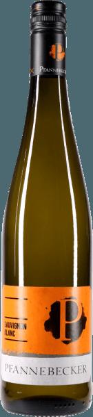 De Sauvignon Blanc van Pfannebecker is niet alleen biologisch en veganistisch, maar toont zich ook met een mooie, lichtgele kleur in het glas. In de neus verschijnen kruidige tonen van lavendel, buxus en salie, maar ook sappige peer, kruisbes en een vleugje paprika. In de mond is de Sauvignon Blanc van Pfannebecker knapperig en fris. Deze heerlijk vitale witte wijn uit Rheinhessen bekoort met knisperende zuren en een droge smaak. In de lange afdronk delicate kruidentoetsen en een fijne mineraliteit. Geniet van deze biologische witte wijn uit Pfannebecker bij frisse salades, aspergegerechten of mosselen. Onderscheidingen: Falstaff Wijngids 2017: 89 punten voor 2015