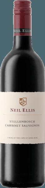 DeCabernet Sauvignon van Neil Ellis is een raszuivere, prachtige en veelzijdige rode wijn uit het Zuid-Afrikaanse wijnbouwgebied Stellenbosch. In het glas heeft deze wijn een mooie kersenrode kleur met paarse accenten. In de neus ontvouwt zich een heerlijk fruitig aroma - vooral aalbes, braambes en pruimen komen naar voren - vergezeld van fijne hints van peper en munt. Het krachtige, weelderige, rijpe maar tegelijkertijd jonge gehemelte ontvouwt een pruimenfruit dat wordt ondersteund door tonen van nieuw eikenhout en fijne tannines. De afdronk heeft een mooie lengte en een discreet kruidig eikenhout. Vinificatie van de Neil Ellis Stellenbosch Cabernet Sauvignon Na de oogst worden de Cabernet Sauvignon druiven onmiddellijk naar de wijnmakerij van Neil Ellis gebracht. Daar aangekomen wordt het beslag eerst gefermenteerd in roestvrijstalen tanks. De fijne kruidigheid, houtachtige nuances en sterke kleur worden verzekerd door de rijping gedurende 18 maanden in Franse eiken vaten - waarvan 35% nieuw hout. Spijs aanbeveling voor de Stellenbosch Cabernet Sauvignon Neil Ellis Wij bevelen deze droge rode wijn uit Zuid-Afrika aan bij gegrild rundvlees, wildgerechten met rode bessengelei en bij gerijpte plakjes en harde kazen. Onderscheidingen voor de Cabernet Sauvignon Neil Ellis Stellenbosch John Platter: 4 sterren voor 2015 Veritas: Gouden medaille voor 2014 Tim Atkin: 91 punten voor 2014