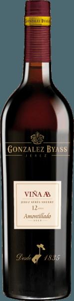 DeVina AB Amontillado van Gonzalez Byass is een evenwichtige sherry van één wijngaard, gemaakt van de Palomino Fino druif, die groeit in de Spaanse wijnstreek DO Jerez. In het glas glinstert deze wijn in een delicate amberkleur met gouden accenten. Een fijn, elegant aroma openbaart zich aan de neus. Het bouquet heeft typische Fino-aroma's van amandelen en verse gist, aangevuld met hazelnoten en een subtiele hint van eikenhoutkruiden. Het gehemelte wordt verwend door deze droge sherry met fijne houtaroma's en hints van noten. De evenwichtige, frisse zuurgraad harmonieert wonderwel met het ziltig-minerale karakter. De afdronk heeft een aangename lengte en discrete bittere tonen en een vleugje zeezout. Vinificatie van deTio Pepe Gonzalez ByassAB Amontillado Na de zorgvuldige handmatige oogst van de Palomino Fino-druiven in kratten van 15 kg, worden de druiven onmiddellijk naar de wijnmakerij van Gonzalez Byass gebracht. Daar worden de bessen volledig ontsteeld en voorzichtig geperst. Deze sherry, die bij lage temperaturen wordt vergist, wordt vervolgens versterkt tot 15,5 volumeprocent en in de bovenste rij vaten van de solera Tio-Pepe () gelegd. Na rijping in de Tio-Pepe-Solera, wordt deze sherry overgebracht naar hun eigenViña AB-Solera. Na ongeveer 12 jaar rijping wordt deze sherry gebotteld. Aanbevolen voedsel voor deAB Amontillado Tio Pepe Byass Geniet van deze droge sherry bij gevogeltegerechten met knapperige bonen, fijne ham met asperges of allerlei rijstgerechten. Om de aroma's het best tot hun recht te laten komen, raden wij aan deze sherry in een wit wijnglas te drinken. Prijs voor deGonzalez ByassAB Amontillado Tio Pepe Wine Spectator: 91 punten (Editie 2017)
