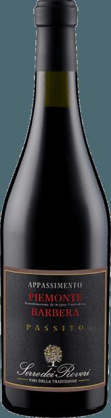 De Serre dei Roveri Appassimento Piemonte Barbera DOC verschijnt in het glas in een dieprode kleur en betovert met zijn complexe en rijke bouquet, dat wordt gedragen door de aroma's van donker fruit. Deze aroma's gaan vergezeld van tonen van rijpe kersen en gedroogd fruit. Deze Italiaanse rode wijn is dicht in de mond met een volle body en zachte, elegante tannines. Op de afdronk is deze rode wijn lang met een rozijnachtig aroma. Vinificatie voor de Serre dei Roveri Appassimento Piemonte Barbera DOC Deze rode wijn van de druivensoort Barbera wordt geproduceerd in het zogenaamde Appassimento proces. Bij dit proces worden volledig rijpe druiven na de oogst gedurende 2 tot 4 maanden op houten roosters gedroogd om een groot deel van het vocht aan de druiven te onttrekken en zo het suikergehalte te verhogen. Aanbevolen voedsel voor de SartiranoSerre dei Roveri Appassimento Barbera Geniet van deze halfdroge rode wijn bij stevige wildgerechten, gebraad of goed gerijpte kazen.