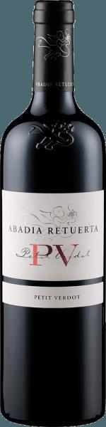 De PV - Petit Verdot van Abadía Retuerta toont zich in het glas diep donker met violette schittering. De neus wordt gestreeld door de fijne en elegante tonen van mokka, koffie en gedroogd fruit. In de mond is deze rode wijn uit Spanje zacht en toegankelijk met de krachtige tonen van vers fruit, gebrande koffiebonen en karamel. Deze Petit Verdot heeft een lange en zijdezachte afdronk met een krachtige en gestructureerde body. Vinificatie van de Abadía Retuerta PV - Petit Verdot Deze single varietal Petit Verdor werd gedurende 24 maanden gerijpt in Franse eiken vaten. Aanbevolen voedsel voor de Abadía Retuerta PV - Petit Verdot Geniet van deze droge rode wijn bij rood vlees, wild, lamsvlees of belegen kaas. Onderscheidingen voor de Abadía Retuerta PV - Petit Verdot Robert Parker - The Wine Advocate: 93 punten voor 2014 Guia Penin: 92 punten voor 2014 Robert Parker - The Wine Advocate: 92 punten voor 2013