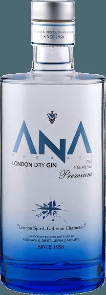 """""""Gin is in"""" en met de ANA London Dry Gin van Adegas Moure brengt u een heel bijzondere jeneverbesgeest op tafel. De fijne ANA Gin uit het Noord-Spaanse Galicië inspireert met aroma's van bloemen en tonen van een mediterraan bos in de neus. Dit alles in combinatie met jeneverbes en citrus nuances. In de mond wordt de ANA London Dry Gin gedomineerd door een typische, sterke jeneverbesnoot, die wordt gevolgd door tonen van citroenen en sinaasappelen. Deze gin van Adegas Moure is harmonieus, met een kruidige afdronk vol jeneverbes en een vleugje citroen. Een geweldig cadeau voor gin-liefhebbers."""